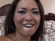 Vidéo porno mobile : Asian beauty fucked by an old man